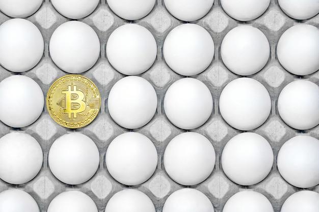 Лоток с куриными яйцами. вид сверху