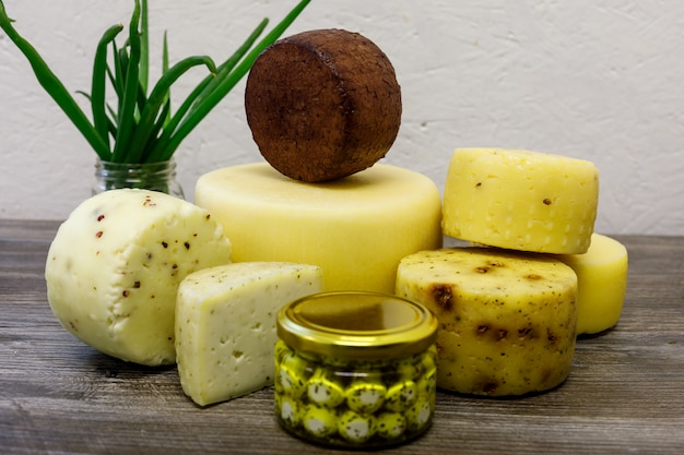 農場で醸造された手作りのヤギのチーズ