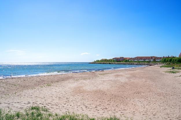 Пляж истад на балтике в сконе, южная швеция.