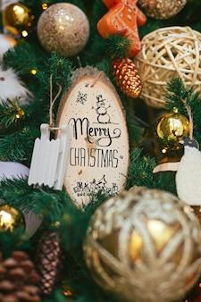 Рождественские украшения на елку. счастливого рождества ручной надписи