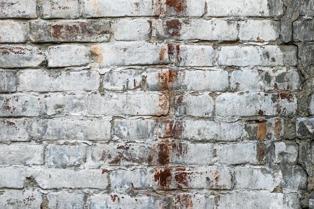 古代の建物の古い白いレンガの壁。