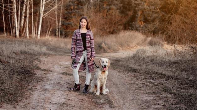 Девушка с собакой в природе
