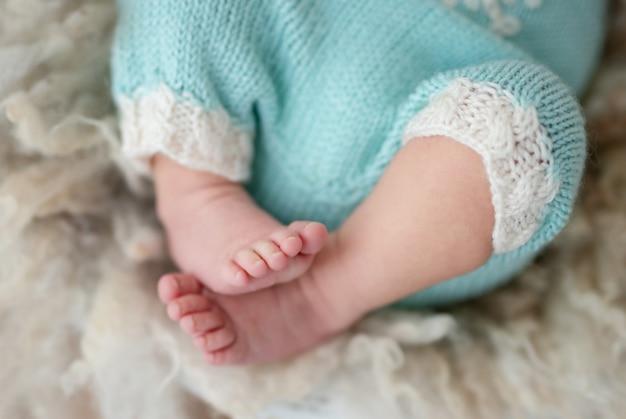 新生児の素足