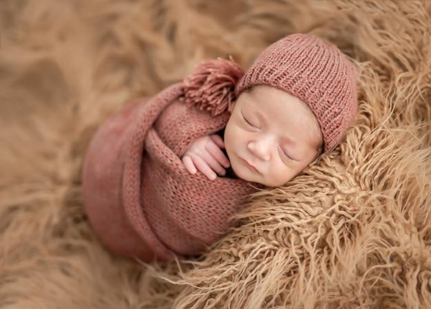 ニット毛布で新生児