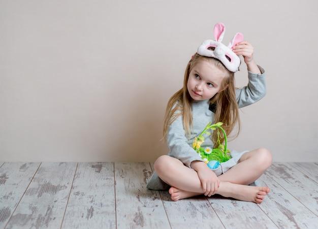 イースターのバニー衣装の少女