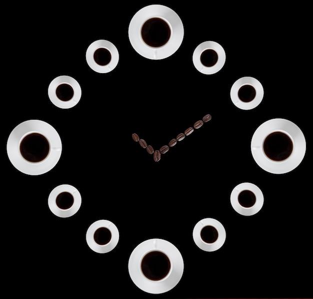 Абстрактные часы из кофейных чашек и бобов