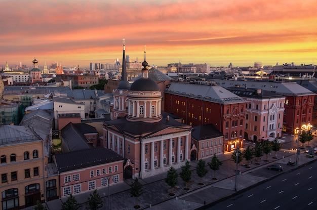 モスクワの上の夏の日の出