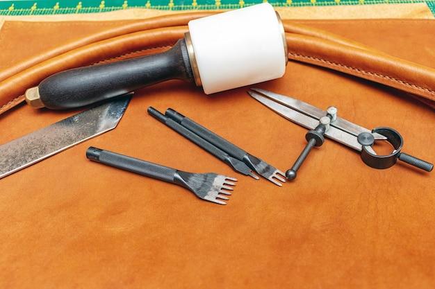 Швейная кожаная сумка ручной работы