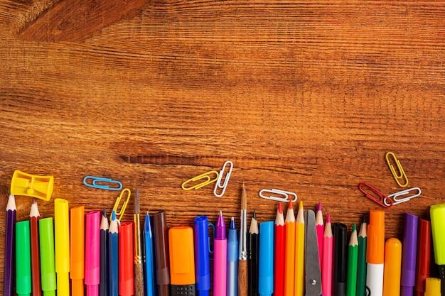 Композиция с блокнотом пустая страница цветной карандаш
