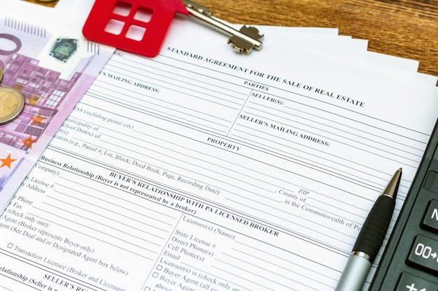 家、家、財産、不動産購入購入販売契約契約ペンお金コインキー