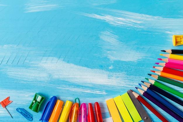 Канцтовары ручки, карандаши, кисти, фломастеры, маркеры, скрепки