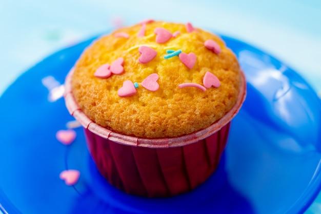 Вкусные кексы с кондитерской в форме сердца
