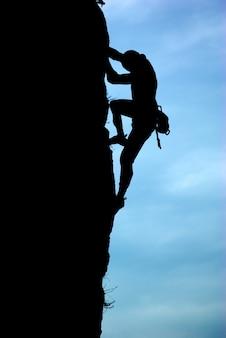 Силуэт альпиниста