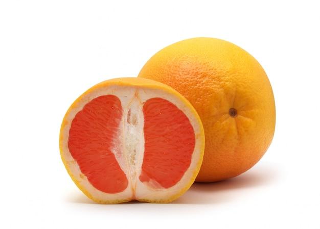 Изолированный грейпфрут.