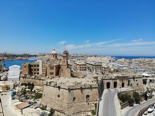 上からマルタ。あなたの目の新しい視点。マルタという名前の美しくユニークな場所。休息、探索、冒険のために。皆のために見なければなりません。ヨーロッパ、地中海の島。