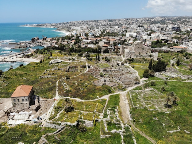 レバノンの上からの眺め。西アジアとレバノン共和国とも呼ばれる中東の国。ドローンによって作成された空中写真。多くのことをして、観光客のために行く多くの場所に。