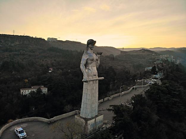 ジョージアの母の記念碑