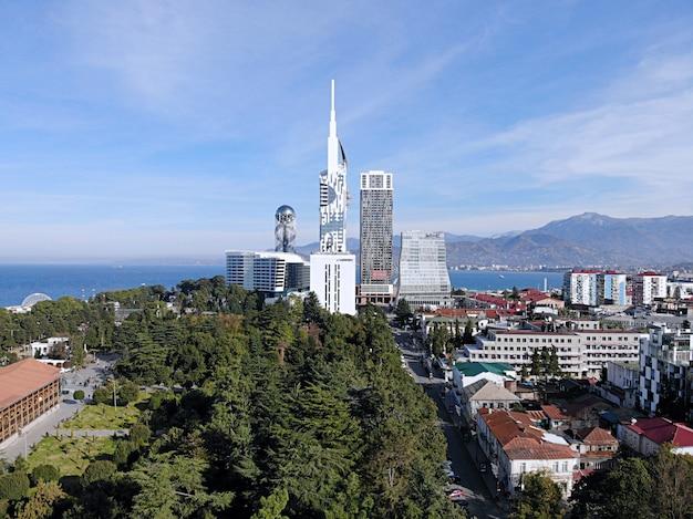 Вид с воздуха на город батуми в грузии