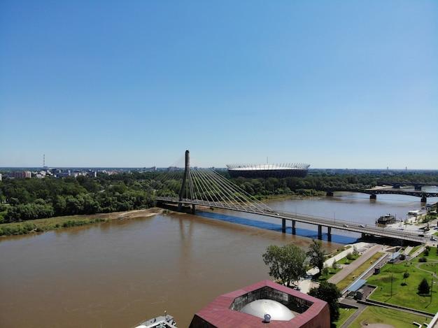 上からのすばらしい眺め。ポーランドの首都。素晴らしいワルシャワ。市内中心部と周辺。