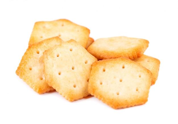 Печенье крекер изолированное