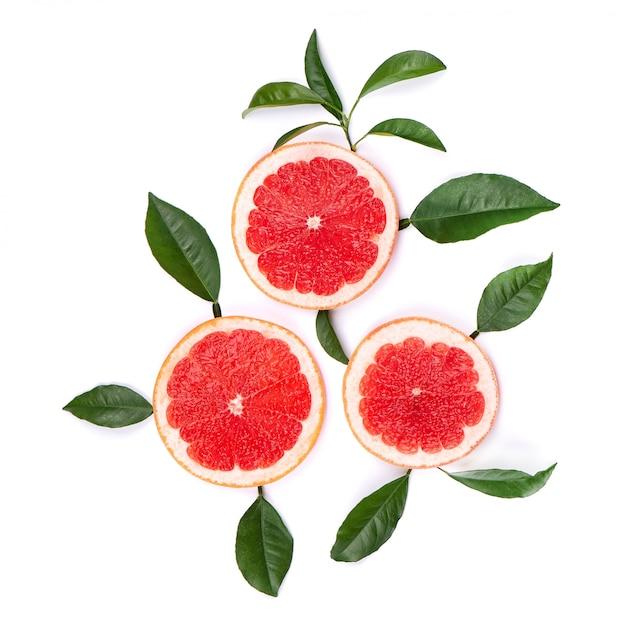 柑橘系の果物は、白い背景で隔離。クリッピングパスと、白い背景で隔離のピンクグレープフルーツの作品。上面図。