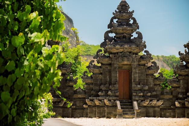 インド洋の海岸にあるバリ寺院
