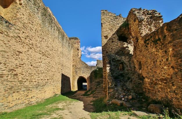 Руины средневекового замка