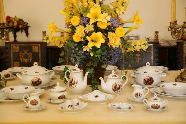 Старинный фарфоровый чайно-цветочный декор