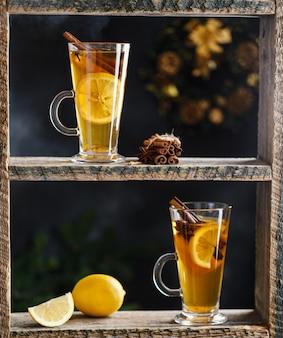 秋と冬のカクテル-グロッグ、ホットサングリア、グリューワイン、紅茶、レモン、ローマ、シナモン、アニス、その他のスパイス