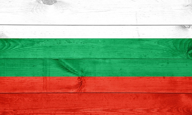 Болгарский флаг на фоне текстуры дерева