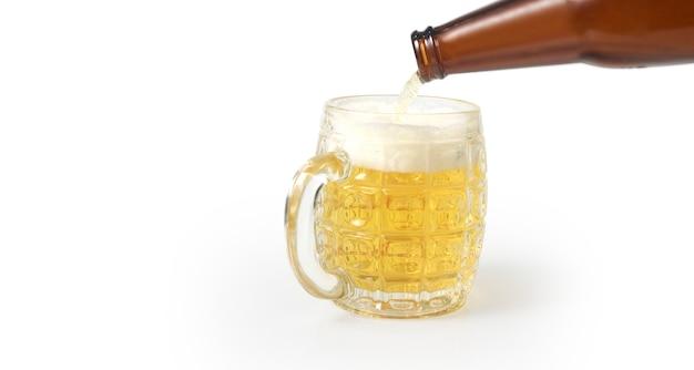Стакан пива, изолированный
