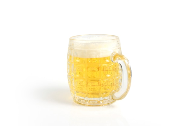 Стакан пива, изолированные на белом фоне поверхности