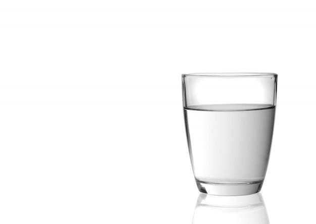 白い背景で隔離の水とガラス