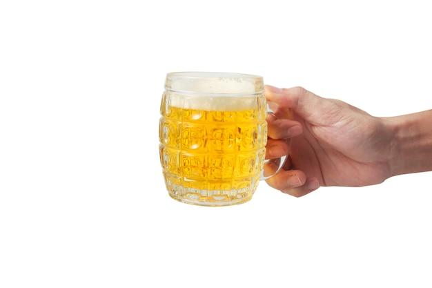 Рука с пивом на белом фоне