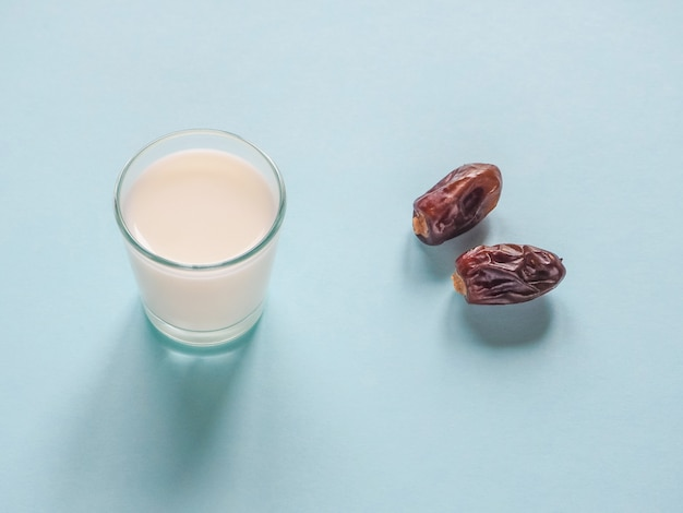 甘い。ナツメヤシとミルク。