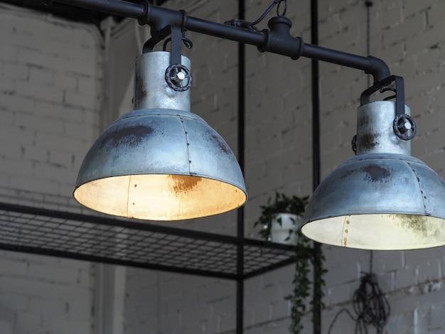 Старинные светильники в интерьере.