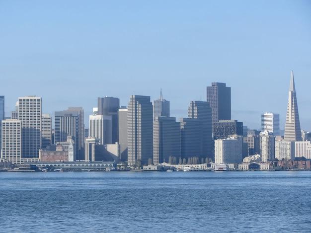 サンフランシスコ。湾から街の眺め。