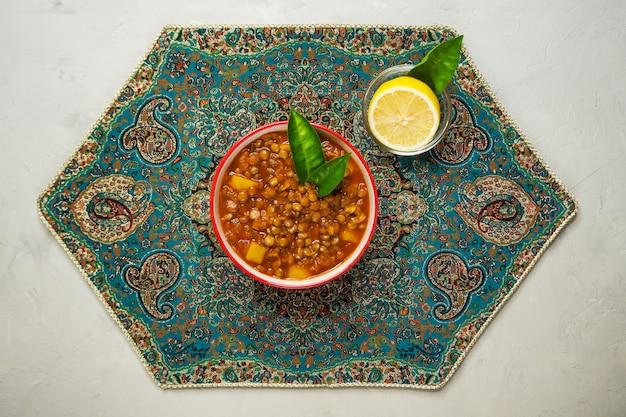 Суп из чечевицы. адаси персидский суп с чечевицей.