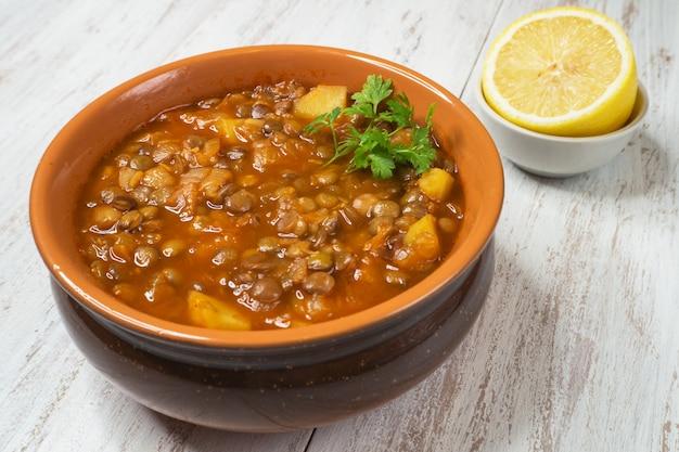 レンズ豆のスープ。レンズ豆とアダシペルシャのスープ。