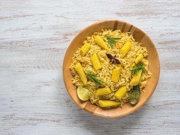 ベビーコーンプラオ。ベジタリアンビリヤニ、インド料理