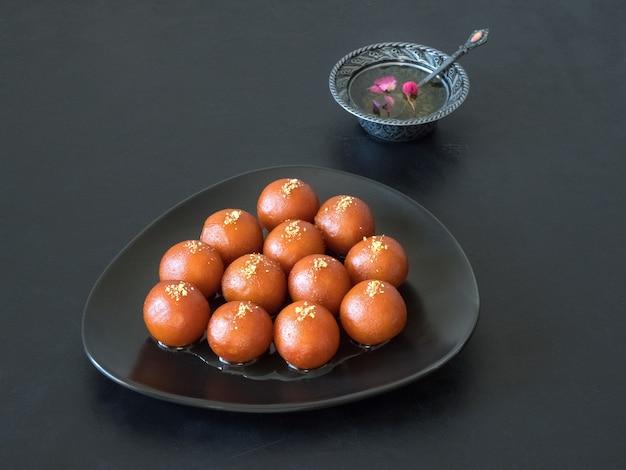 伝統的な甘いガラブジャムン、インドのお菓子