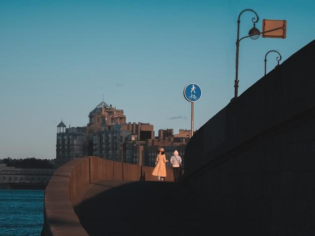 Улица исторического центра санкт-петербурга. город в карантине