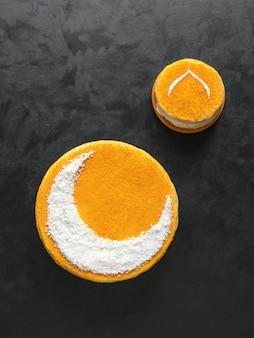 三日月の美味しい自家製ゴールデンケーキ。ラマダンの壁。