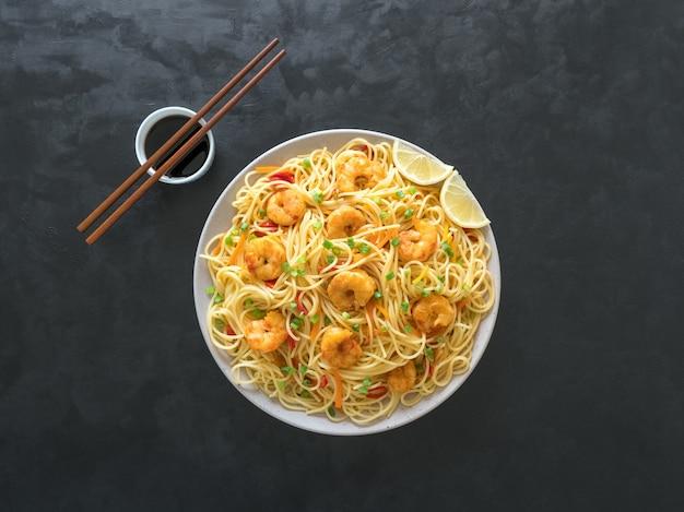 エビシェズワン麺と野菜