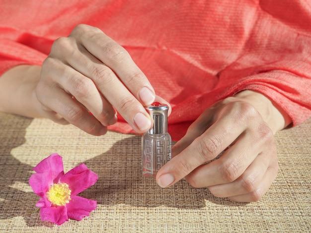 ミニボトルに濃縮香水。