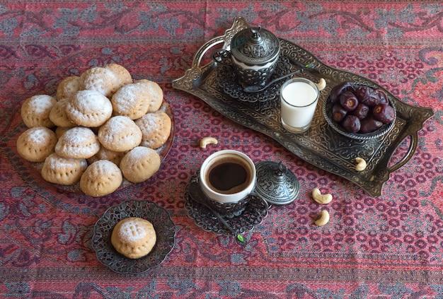 Ид мусульманский сладкий кахк. арабские сладости для рамадана и ид.