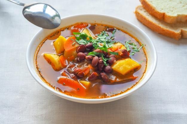 小豆入りのシンプルな野菜スープ。