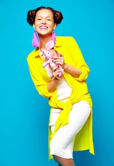 Мода женщина в повседневной летней одежде