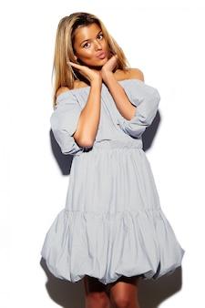 Высокая мода взгляд. гламур стильный мило красивая молодая блондинка модель лето красочный хипстер ткань