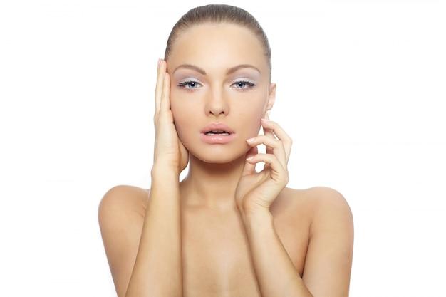 美しいヌード女性女性モデルの大きな唇スパの肖像画